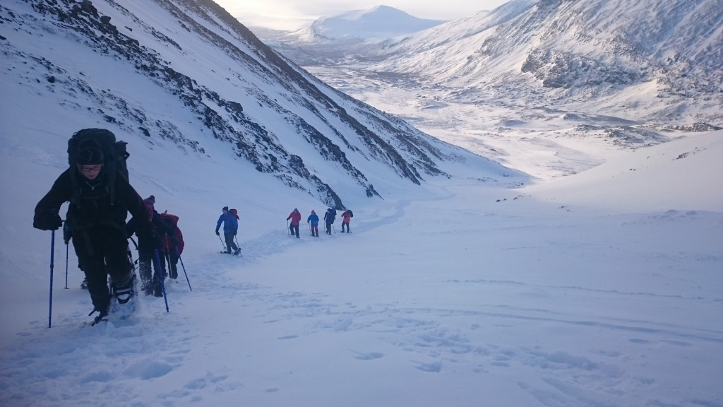 På väg upp i Kitteldalen med fantastisk utsikt neråt.